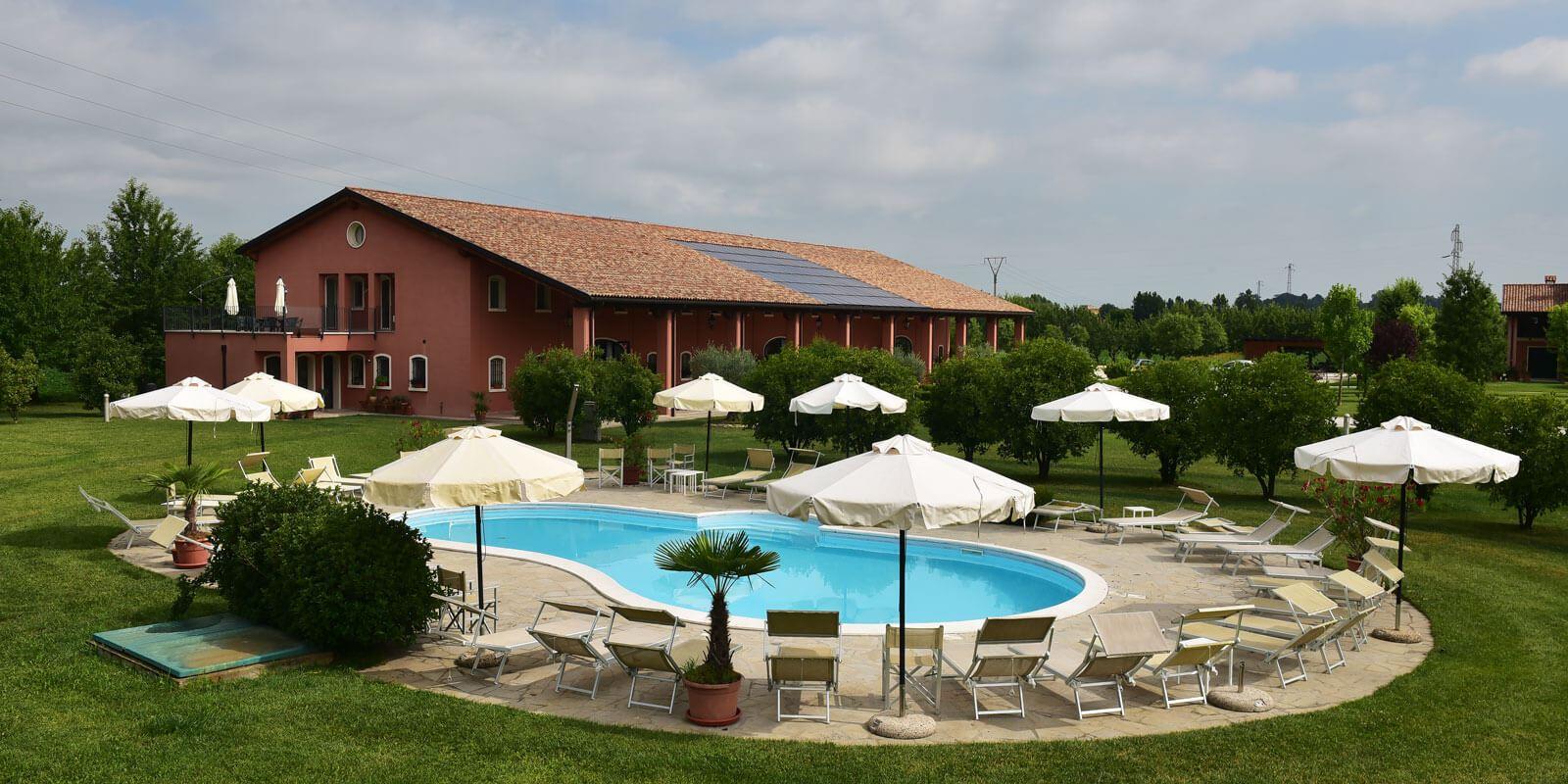 Tenuta Monterosso veduta piscina